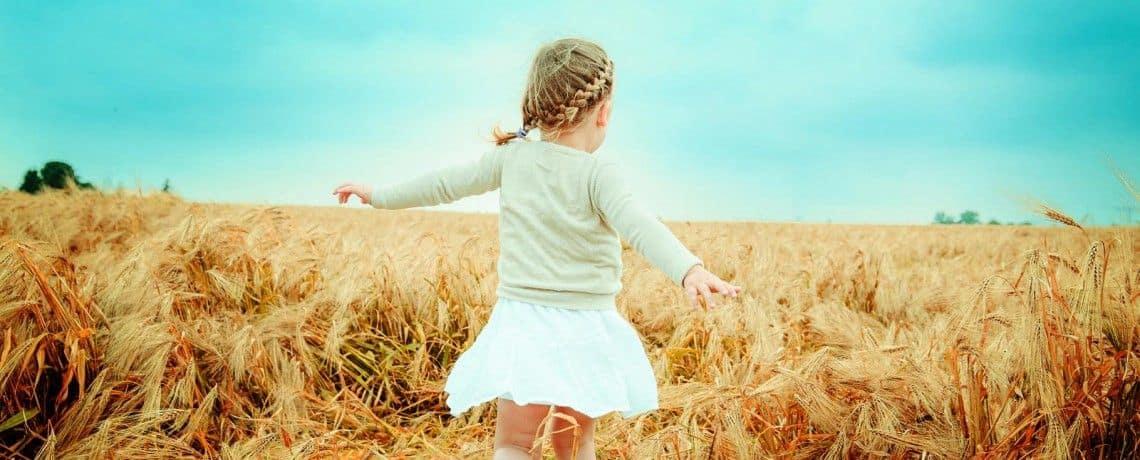 Imagen de chica en el campo
