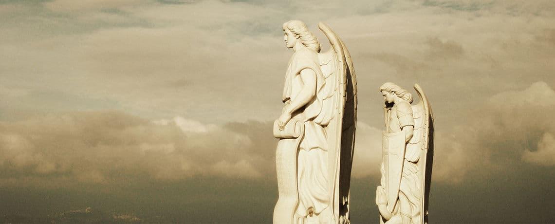 Imagen de estatuas de arcángeles