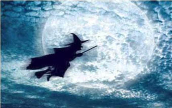 Bruja volando con escoba